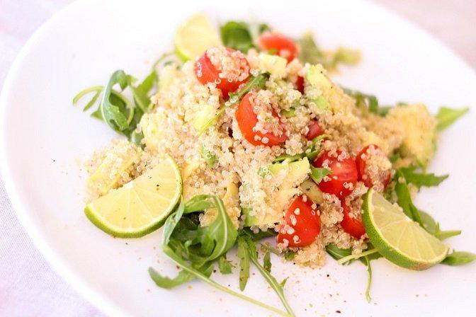 bio-quinoa-natur-im-salat