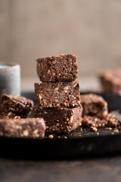 rohe-Schokoladen-Brownie-Stu-^ecke_02