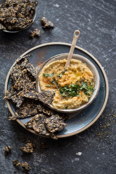 Hummus-mit-Sesam-Cracker_03