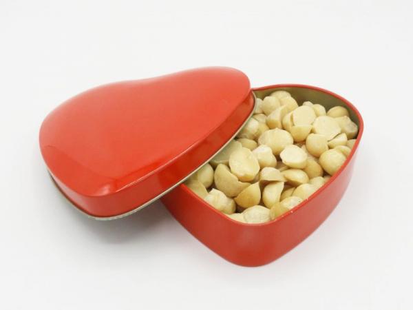 Macadamia-Herz, 150g ganze Premium-Macadamiakerne, natur ungeröstet in Herzdose